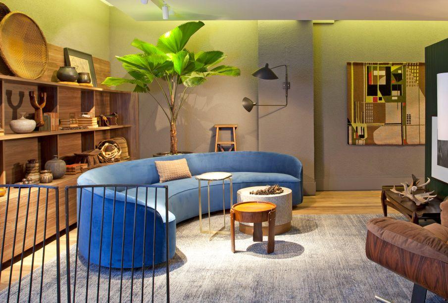 O arquiteto Maicon Antoniolli trouxe para o Loft do Viajante, a arandela Serge Mouille(do acervo da Brutto Vintage), que data de meados da década de 1950.