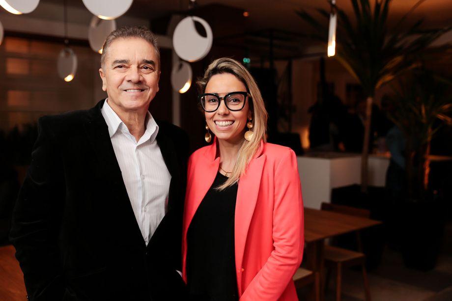 Valdecir Santos e Karina Capaverde