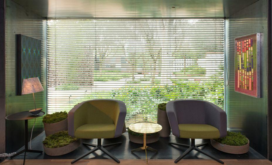 No espaço Bar do Jardim, o arquiteto Marcos Caracho trouxeas luminárias Piccolo (foto) e Wish, desenhadas por Fernando Prado, diretor de criação da lumini.