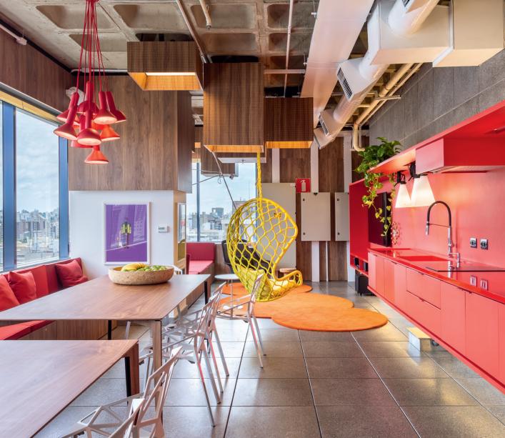 <span>OStudio Sol, da Todos Arquitetura, é o vencedor da categoria Escritórios, Consultórios e Lojas. O coletivo de profissionais assina espaços na CASACOR São Paulo.</span>