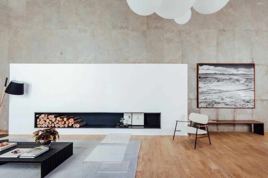Home Office, por Ana Hnszel e Marcelo Polido: o casamento entre a madeira e o concreto, neste ambiente, causou o impacto desejado: refletir suntuosidade e glamour ao espaço de trabalho caseiro.