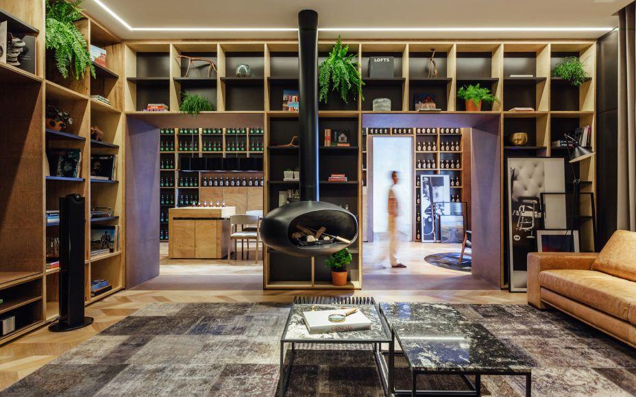Onde o Jazz Encontra o Vento, por LINEASTUDIO ARQUITETURAS: neste espaço, a madeira forma um bom casamento com o verde e demais cores do entorno. Seus tons claros conferem suavidade ao lugar.