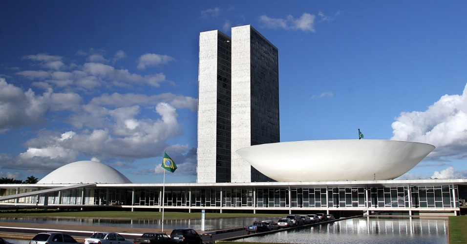 4mai2012---niemeyer-projetou-o-congresso-nacional-em-1958-durante-a-construcao-de-brasilia-1336164683760_956x500