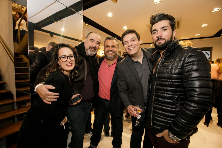 O arquiteto Renato Andrade e amigos.