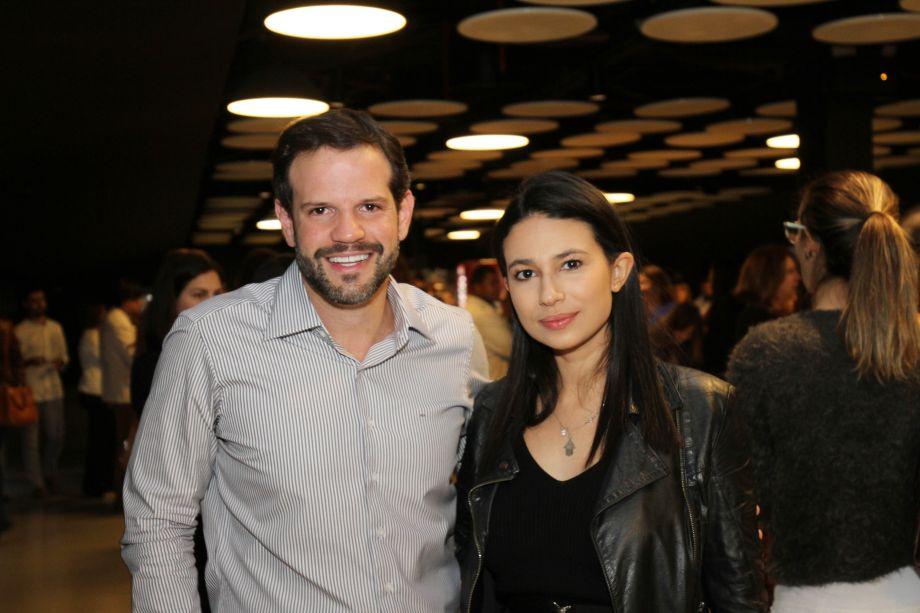 Arnaldo Pinho e Sarah Gomes