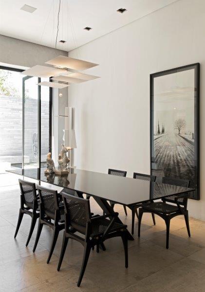 Diferente da edição de 2013, aqui o arquiteto apresentou uma proposta clean minimalista.