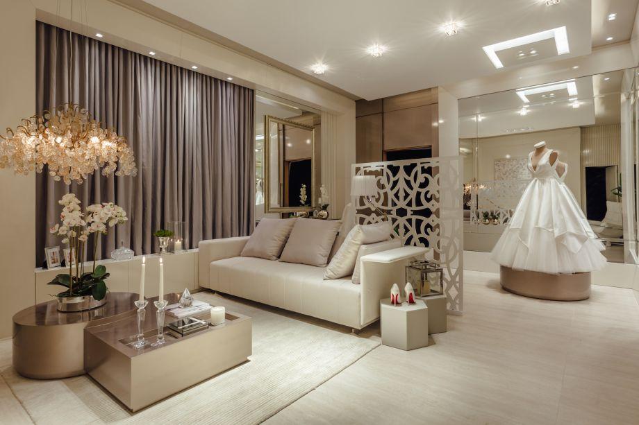 Lounge da Noiva, por Motta+ Viegas. Móveis e decoração de Gobbi Novelle. Tapetes de Jasmin Tapetes. Espelho com moldura de Moldura Minuto.
