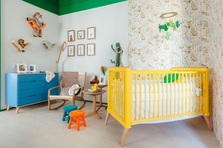 Suíte do Bebê, por Mariana Fogliato. Poltrona, cabideiro e mesas de Aristeu Prestes. Berço e Cômoda de Sleeper Baby Store