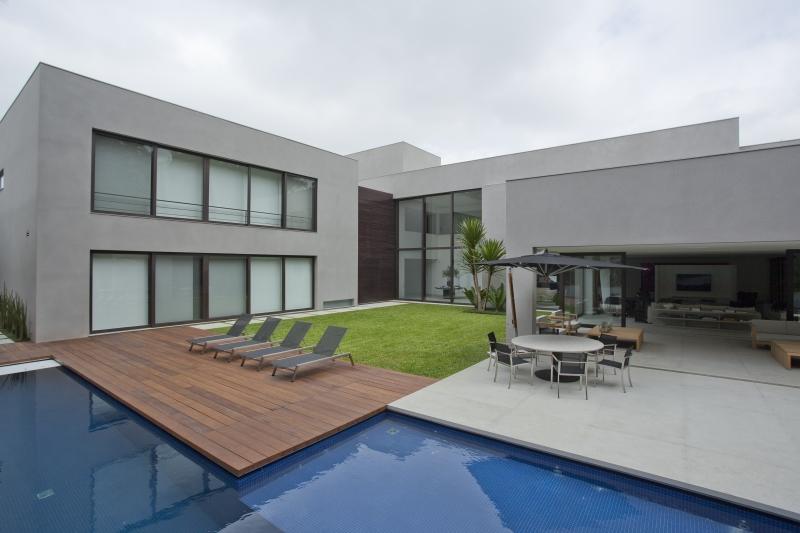 Aqui, a área externa ganhou traços minimalistas.