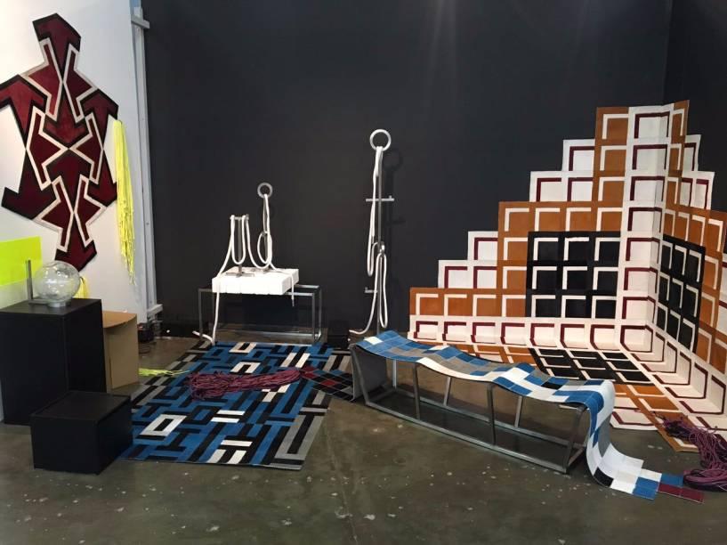 <strong>Murilo Weitz:</strong>Em 2017, o designer Murilo Weitz traz para a MADE a coleção IDENTIDADE.1. Com seus tapetes geométricos característicos, o profissional ambientou suas peças em uma composição incomum.