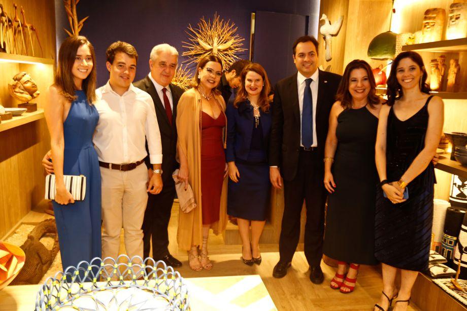 <span>Marina, Rodrigo, Augusto e Isabela Coutinho; Ana Luíza e Paulo Camara; Carla Cavalcanti e Roberta Borsoi</span>