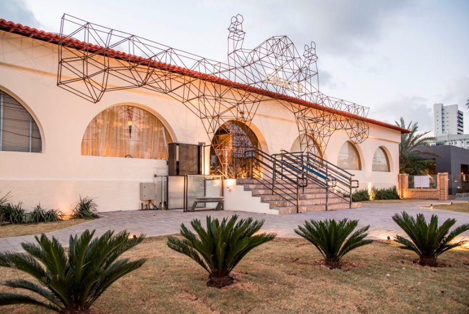 Passeio e Fachada - Haroldo Maranhão e Nilberto Gomes. A dupla reabriu os arcos originais, removeu elementos construtivos que encobriam a fachada e definiu um pórtico escultural em barras de ferro, que remete à silhueta original do antigo edifício.
