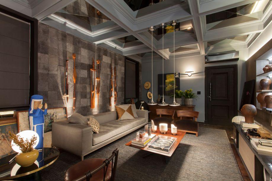 Living - Wesley Lemos. O projeto resgata o estilo casual e despojado, com mobiliários tanto italianos como assinados pelo profissional e obras de arte.