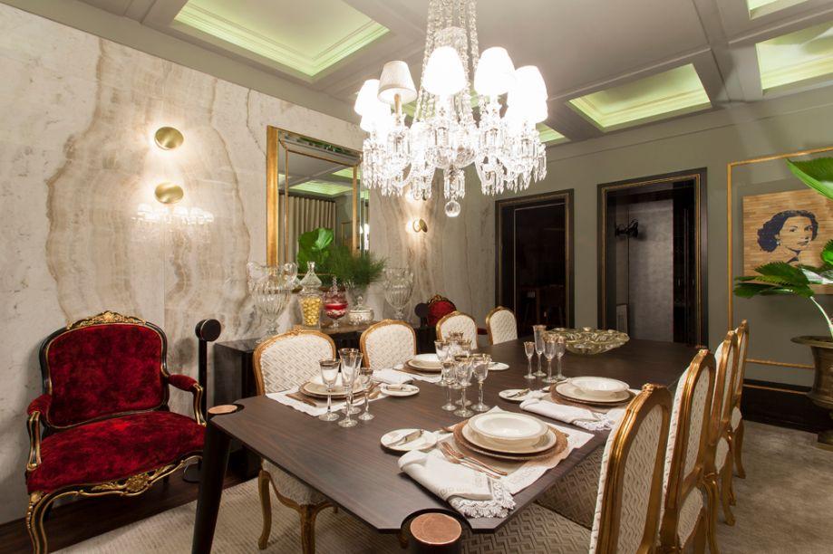 Sala de Jantar - Luciana Paraíso. O espaço apresenta um equilíbrio tênue entre e os estilos clássico e contemporâneo, criando um de mix acabamentos, texturas, cores e adornos.