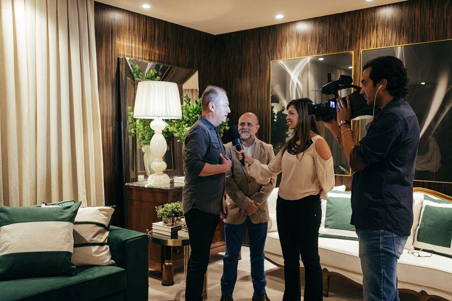 Os franqueados Maurício Calixto e Maurício Siqueira sendo entrevistados no Brunch de imprensa.