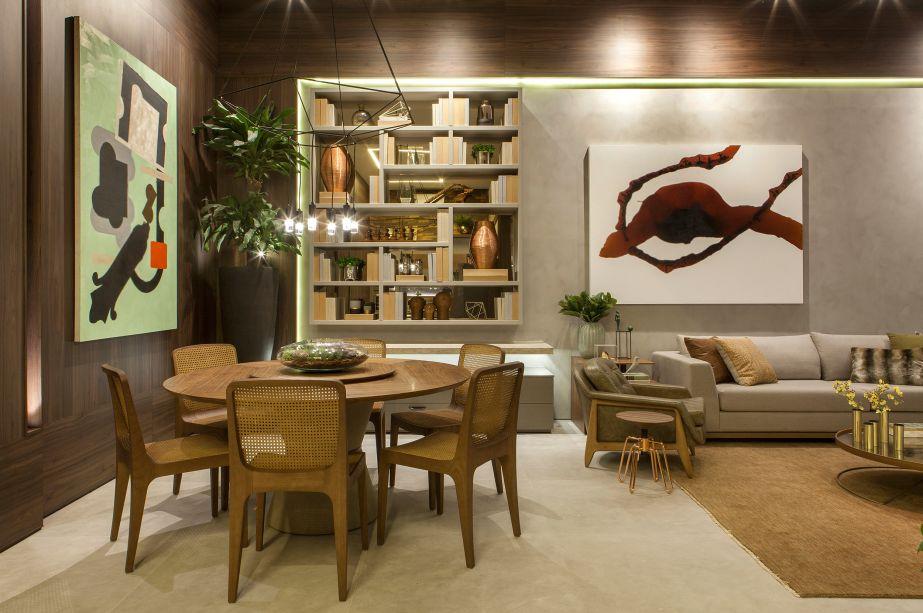"""<span style=""""font-weight:400;"""">Casa Hotel - Cintia Chieppe e Marcia Paolielo. Feito para ser um """"lar temporário"""", o ambiente abriga poucos, mas valiosos objetos, incluindo obras artísticas e fotografias, que dão a personalidade do morador. Por ser um espaço cosmopolita, toda sua concepção foi pensada em uma atmosfera prática, contemporânea e rica em charme e aconchego.</span>"""