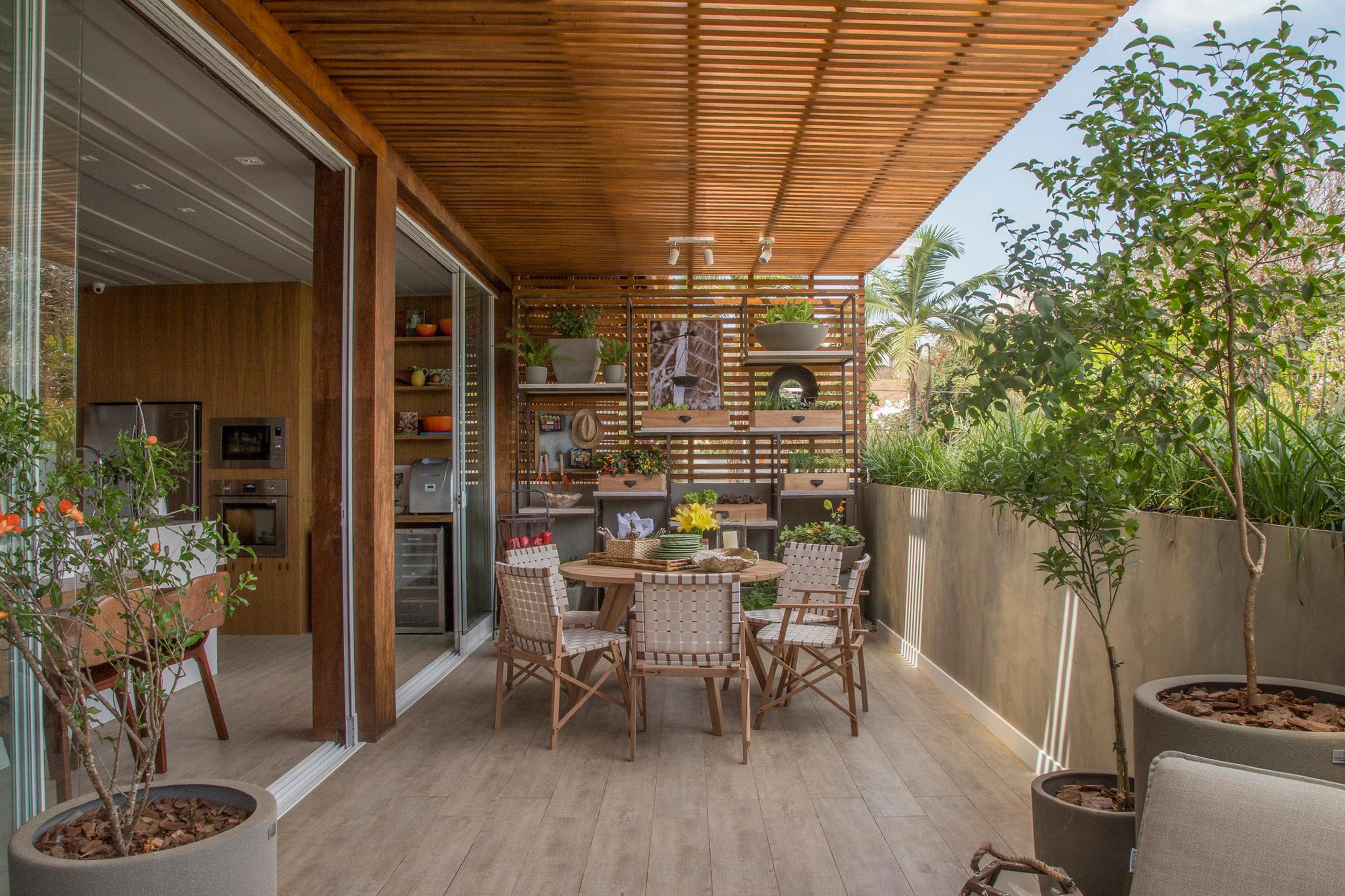 espaço receber da chef de cozinha casacor franca jardim vertical painel de madeira