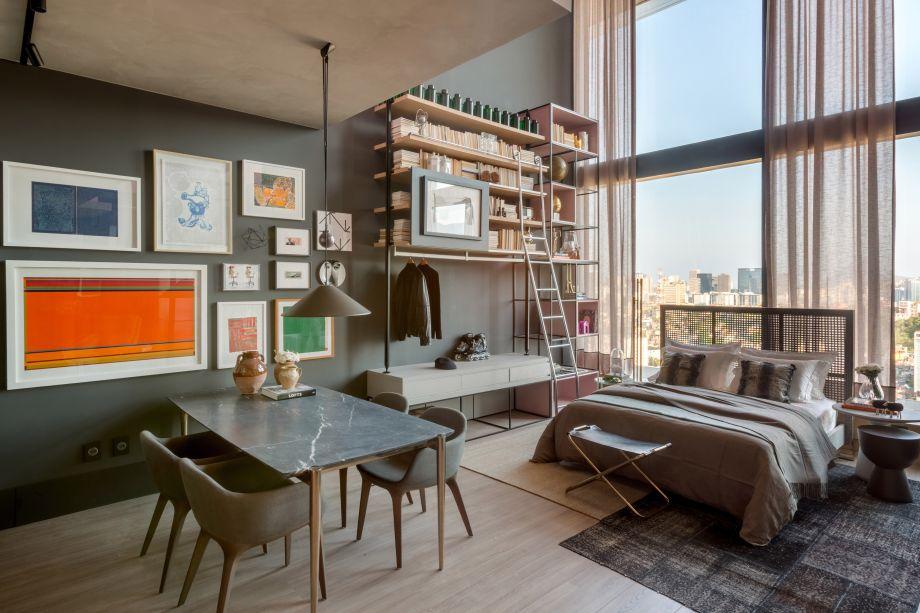<span>Box 21 - Beta Arquitetura - Bernardo Gaudie-Ley e Tânia Braida. A dupla de profissionais se inspirou nos lofts nova-iorquinos para criar o espaço ideal para um empresário paulista. O pé-direito foi rebaixado, criando uma linha imaginária entre sala e quarto.</span>