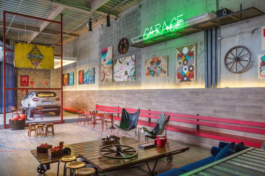 """Art Garage Renault - Maurício Nóbrega. Nas paredes, pinturas de arte urbana dão o tom surpreendente e """"contestador"""" ao espaço."""