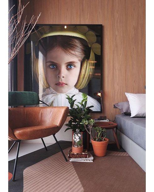CASACOR RJ 2017: Loft U - Studio ro+ca. No quarto, a tela de Adriana Duque.