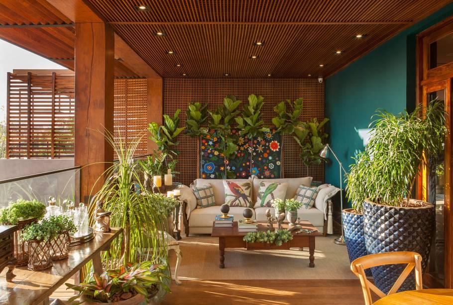 varanda casacor madeira painel jardim vertical muxarabis