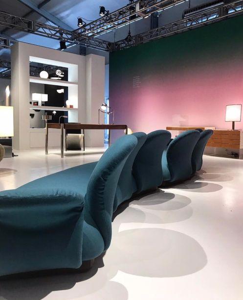 Multimo Seven-seater Sofa, criado pelo designer francês Pierre Paulin, em 1969 na Galeria do Demisch Danant