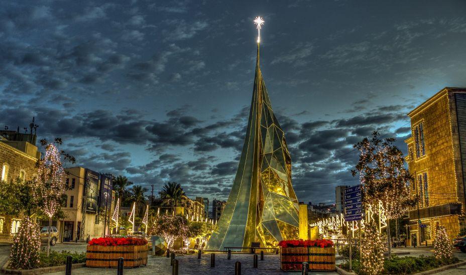 Árvore de Natal de 2015 no Líbano. Com 35m de altura, ela estava localizada no porto histórico.