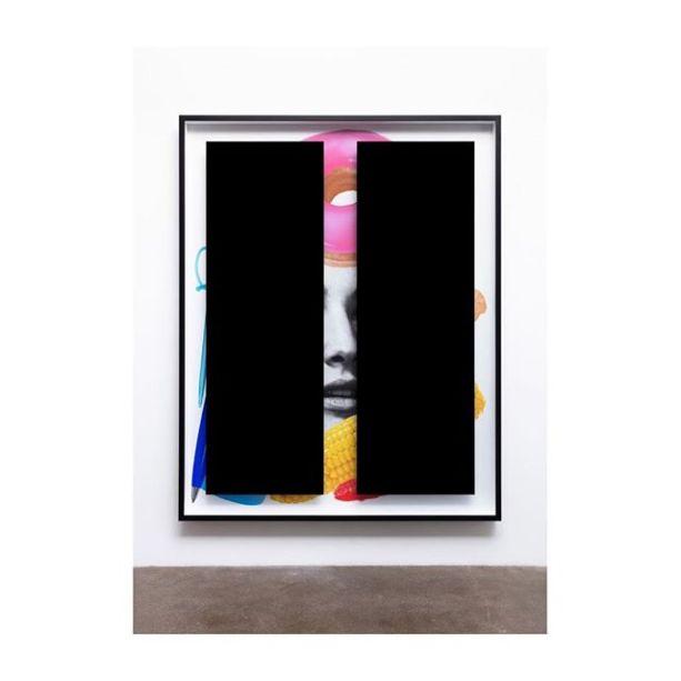 Galeria KÖNIG GALERIE: obra de Kathryn Andrews, artista de Los Angeles. Andrews explora os temas do capitalismo, desconstruindo-os graficamente.