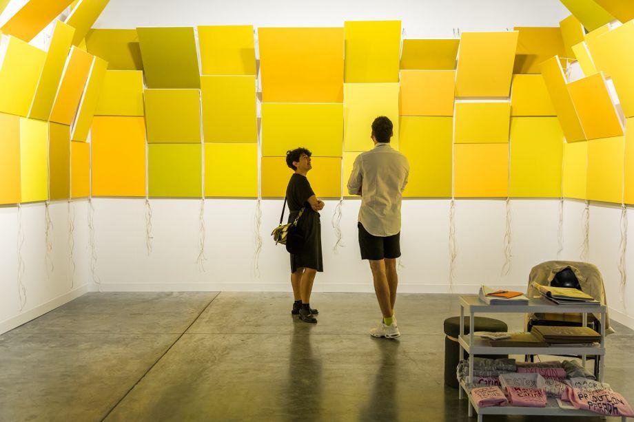 Pela primeira vez na feira Art Basel, a galeria argentina Isla Flotante exibe a instalação de Mariela Scafati.