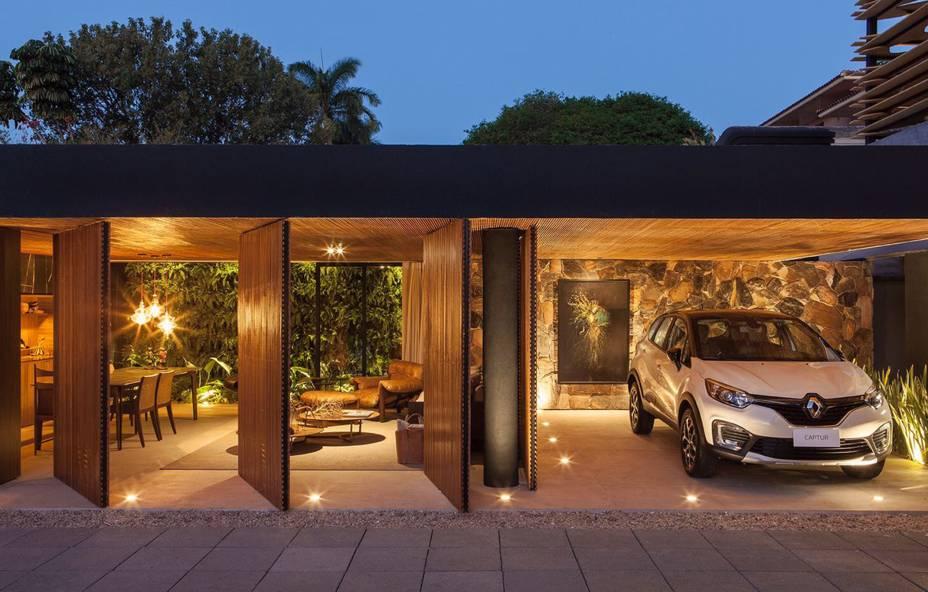 CASACOR Franca.<span>Recanto do Colecionador   Loft Renault - mf+arquitetos. O projeto é inspirado em um personagem cosmopolita e colecionador de história. A arquitetura se propõe simples e integrada à natureza por meio da utilização de materiais naturais como pedra, madeira, mármore e concreto.</span>