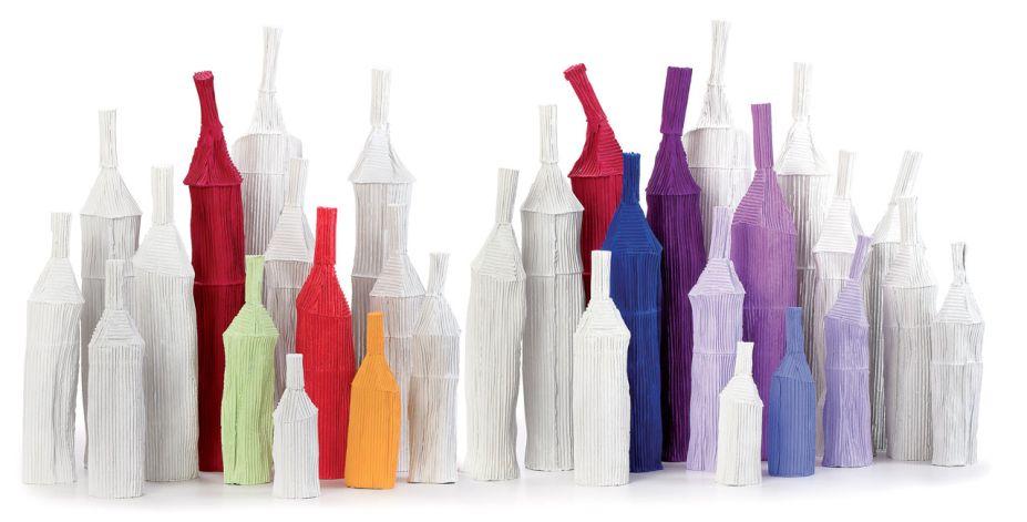 Paola Paronetto. A ceramista Paola Paronetto apresenta na Maison sua nova coleção de peças em argila de papel. A coleção Cartocci incluirá novos objetos e materiais, como aplicações em ouro.