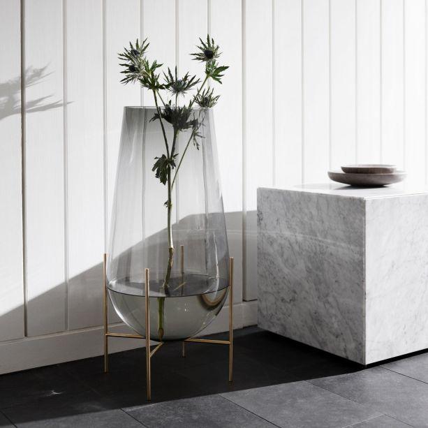 Menu. A marca dinamarquesa irá apresentar, na Maison, novas peças para sua coleção de móveis e acessórios baseados no conceito minimalista. Os lançamentos incluem espelhos, vasos e relógios.