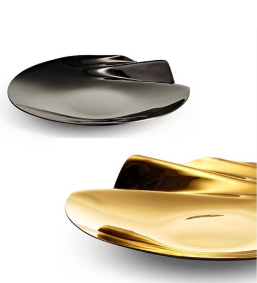 Zaha Hadid. Uma seleção de produtos de home assinados pela icônica arquiteta Zaha Hadid estarão disponíveis ao público da Maison.