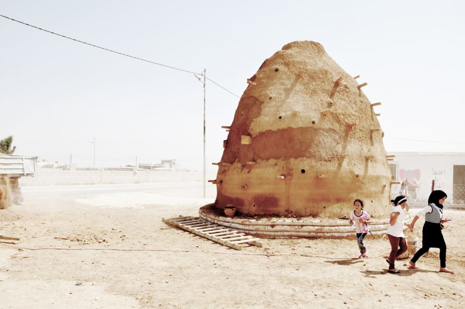 Arquitetura em Pequena Escala: 100 Classrooms for Refugee Children / Emergency Architecture & Human Rights