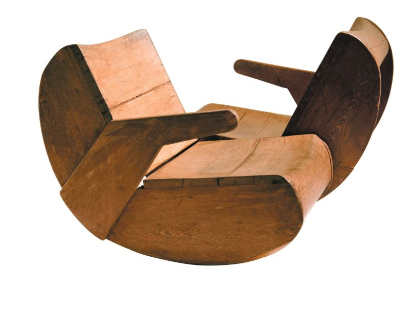 Namoradeira, peça criada nos anos 1970 por José Zanine Caldas.