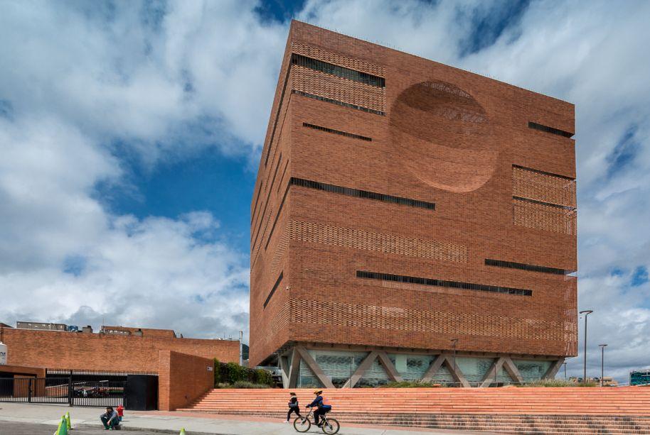 Arquitetura Hospitalar: Santa Fe de Bogotá Foundation / El Equipo de Mazzanti
