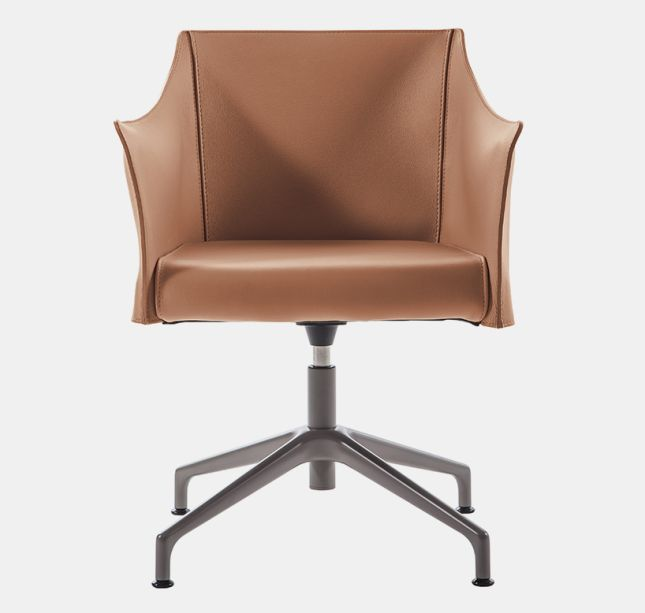 """O-Cap, de Jasper Morrisson para a Cappellini - A cadeira é uma """"evolução tecnológica"""" da """"Cap-Chair"""", lançada em 2013.Incorporada com fibra couro italiano ou couro pigmentado, a cadeira conta com cortes crus nas bordas."""