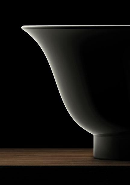 Marcel Wanders para a Laufen: durante a Milan Design Weekend, a marca Laufen apresenta suas primeiras ideias para uma coleção clássica-contemporânea. Combinando a exelência da empresa suíssa com o trabalho surpreendente do designer holandês, os produtos trarão ainda mais elegância para os banheiros.