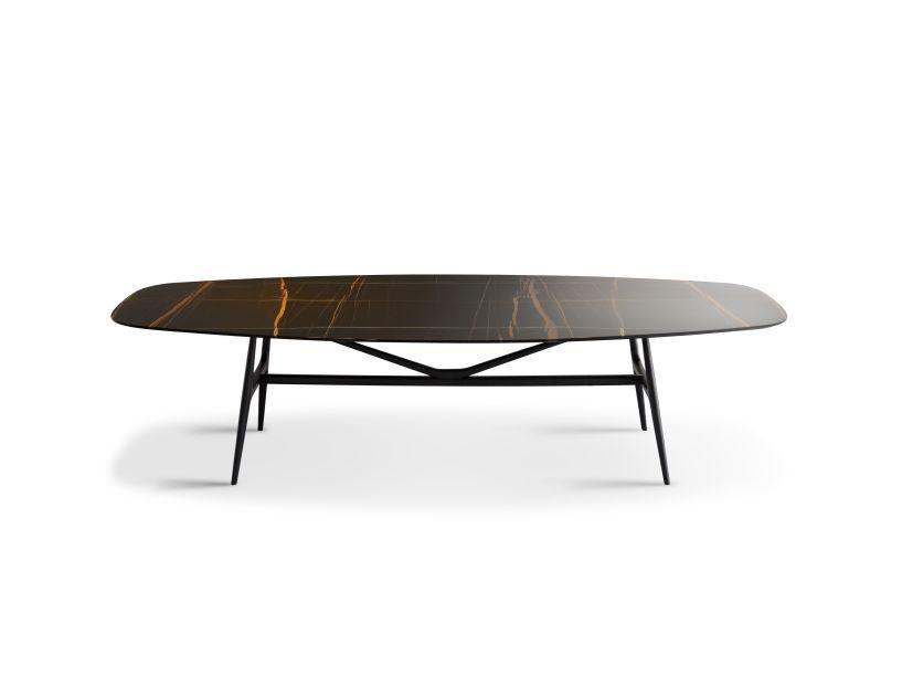 A Misura Emme relança a mesa Gaudí.A peça assinada por Ferruccio Laviani retorna com uma solução única e exclusiva, capaz de atender o sofisticado gosto de uma clientela cada vez mais heterogênea.