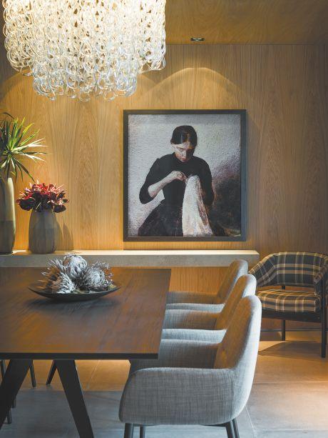 CASACOR SP 2017: Loft SP - Estúdio 011 Arquitetura. Young Girl Sewing, After Vilhelm Hammershoi, de Vik Muniz. Da série Pictures of Pigment, a obra feita a partir de impressão cromogênica em alumínio é uma das poucas peças figurativas do espaço.