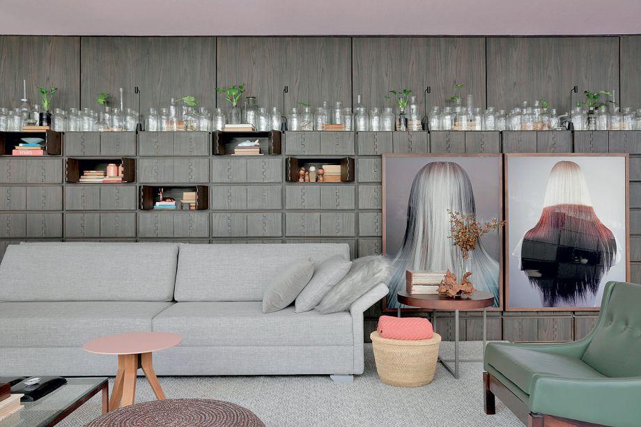 CASACOR SP 2017: Casa Niwa - Yamagata Arquitetura. As imagens com cabeças (acervo do escritório) fazem parte de uma série de fotos feitas no fim dos anos 1990 que suscitam significados opostos: atração e repulsa, espelhamento e estranhamento, identidade e alteridade. Obra de Edgard de Souza.