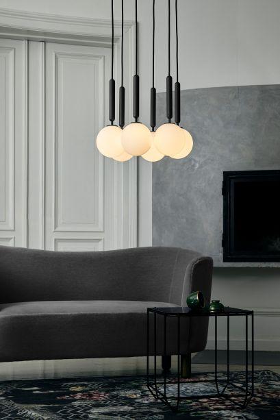 A coleção Miira, da marca de iluminação dinamarquesa Nuura, é uma série equilibrada de luminárias de design temporal. Miira significa visão bonita e foi projetada pelo premiado designer dinamarquês Sofie Refer.