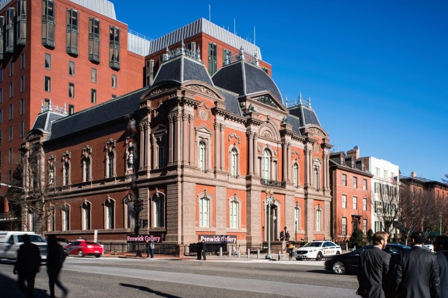 Com 34 janelas, o edifício localizado na Avenida Pennsylvania, em Washington, ganhou mais transparências na fachada.