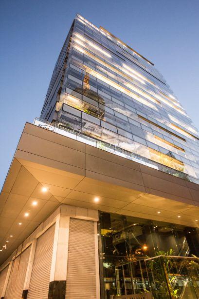 Assinado pelo Königsberger Vannucchi Arquitetos Associados, o prédio propõe o espaço como uma extensão da própria avenida Paulista.