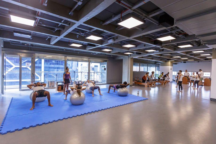 O Núcleo Esportivo contempla três ambientes distribuídos do 10º ao 12º andar, que apresentam possibilidades de acordo com as intenções, desejos e necessidades dos participantes.