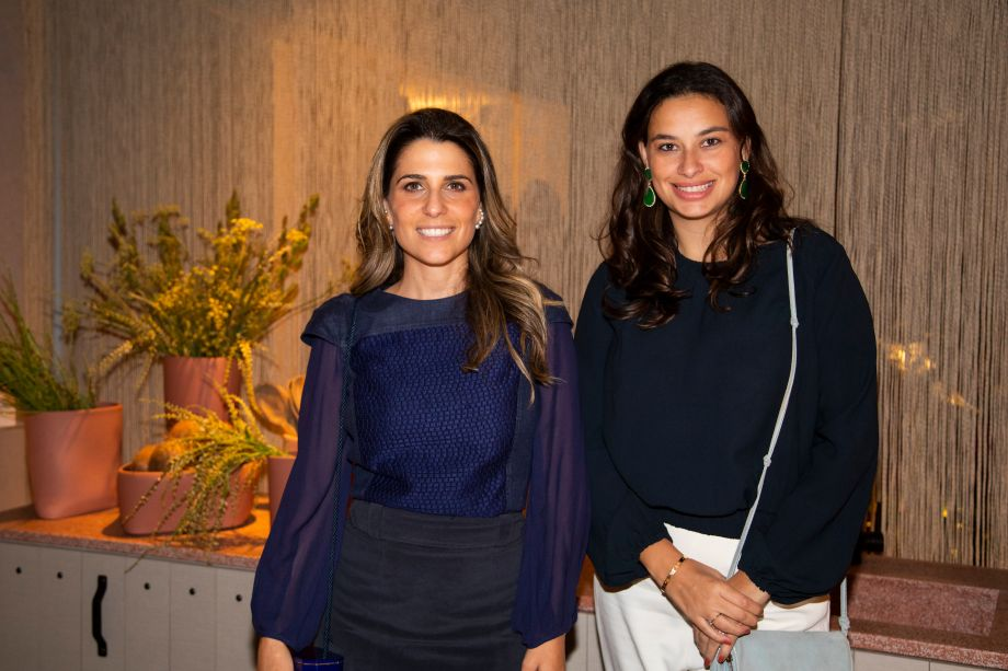 Adriana Helú e Carolina Oliveira