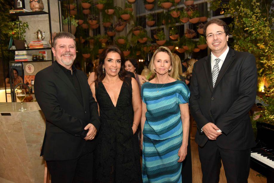 Rogério Markiewicz, Eliane Martins e Sheila de Podestá, diretoras da CASACOR Goiás, e Frank Guimarães Vaz