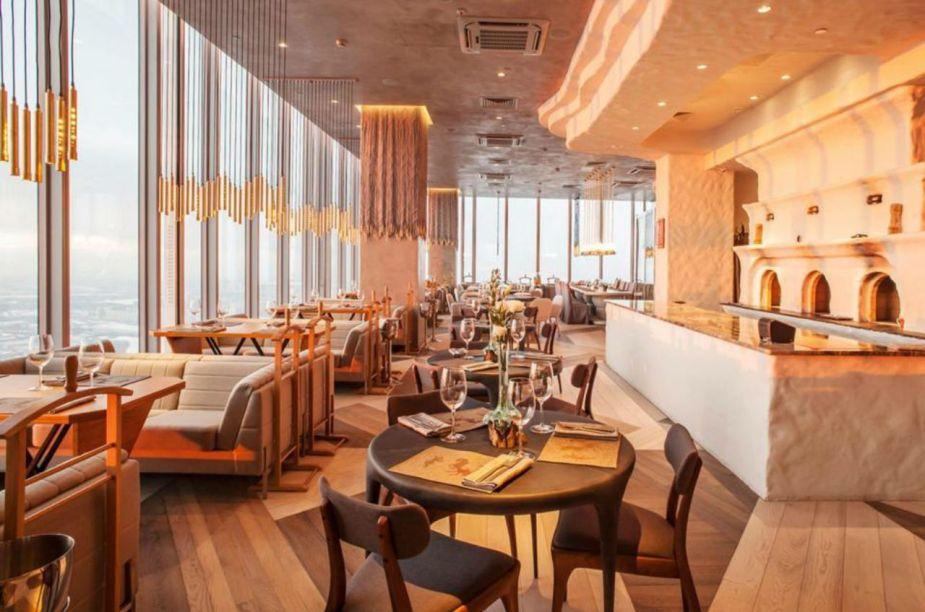 Já para quem deseja uma pitada de aventura, o<strong>Ruski Restaurante</strong>oferece uma experiência incrível: localizado no 84º andar possui uma vista maravilhosa da cidade, além de possuir um bar de gelo, onde pode desfrutar de um delicioso drink e caviar.