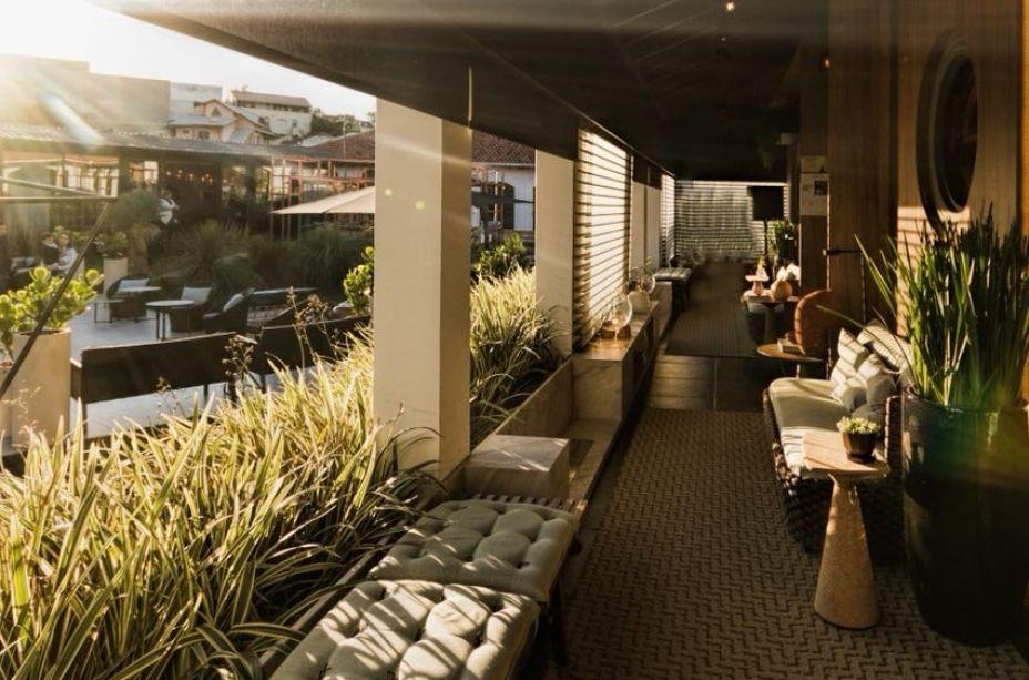 <strong>REVELAÇÃO - VENCEDOR</strong>: Varanda Social, dos arquitetos Alessandro Cavalcanti e Ricardo Makhoul.