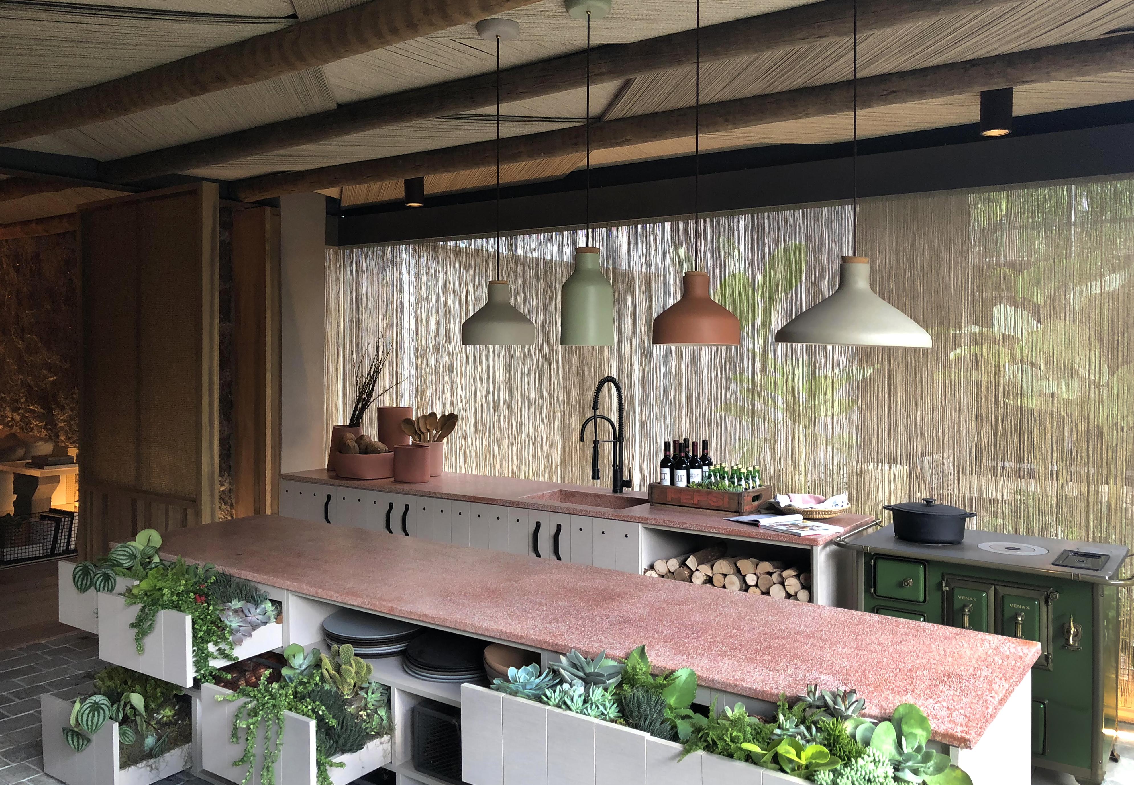 triplex arquitetura cozinha casa raízes granilite bancada rosa rosé decoração ambiente casacor sao paulo 2018